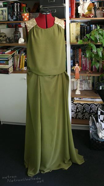 Kleid zusammengepinnt